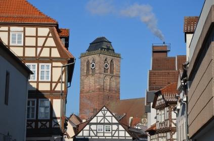 Der Stadtkirchturm überragt die gesamte Innenstadt und ist schon von weithin sichtbar.