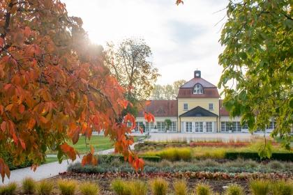 Der Herbst taucht den Kurpark und das Kurhaus in ein ganz besonderes Licht.
